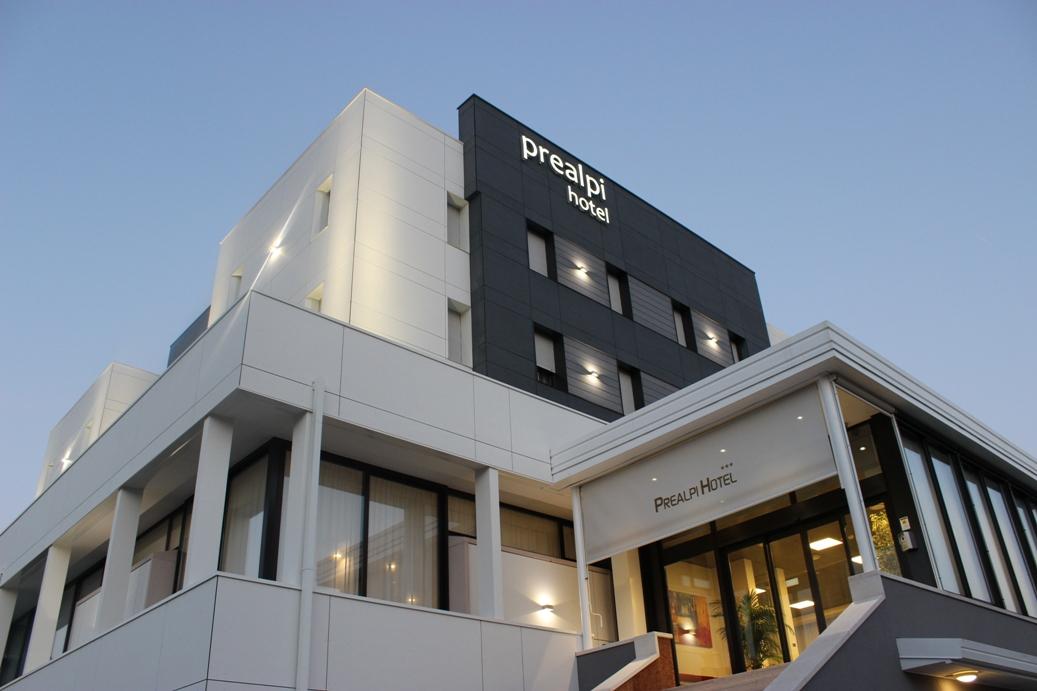 ristrutturazione hotel prealpi con equitone tectiva On ristrutturazione hotel