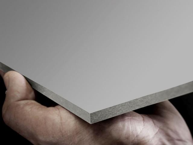 <p> <strong>EQUITONE [pictura] </strong>&egrave; un <strong>pannello verniciato.</strong> La<strong> superficie</strong> &egrave; <strong>liscia, opaca</strong> con doppio strato di vernice acrilica, e uno strato di verniciatura indurita ai raggi UV con effetto top-coat (lato anteriore) per produrre una finitura resistente alla polvere. La parte posteriore riceve una verniciatura protettiva trasparente.</p> <p> &nbsp;</p> <p> <strong>Lo speciale trattamento antigraffiti, </strong>unito alla <strong>variet&agrave; di colorazioni,</strong> rende il pannello ideale per la realizzazione di&nbsp;edificii importanti, pubblici o privati, come <strong>istituti scolastici, palestre, strutture ospedaliere e centri commerciali. </strong>Questi pannelli sono adatti all&#39;utilizzo anche in <strong>copertura.</strong></p>