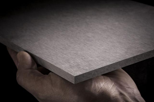 <p> <strong>EQUITONE [tectiva]</strong>&nbsp;&egrave; un <strong>pannello colorato in massa</strong> senza verniciatura, con una <strong>superficie sabbiata.&nbsp;</strong>Ha un<strong> aspetto naturale</strong> ed &egrave;&nbsp;caratterizzato da <strong>sfumature di colore</strong> ricorrenti nel materiale.</p> <p> &nbsp;</p> <p> <strong>Ogni pannello &egrave; unico</strong> e rivela l&rsquo;intima struttura grezza del fibrocemento ecologico, mentre la <strong>superficie</strong> &egrave; caratterizzata da <strong>sottili linee di levigatura</strong> e piccole macchie bianche. Le lastre sono trattate con <strong>idrofobizzante</strong> sulla faccia a vista e sul retro per impedire l&rsquo;ingresso di umidit&agrave; nel cuore del pannello.</p>
