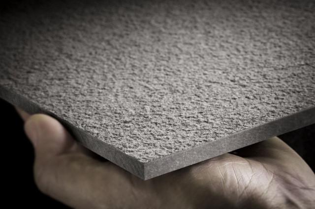 <p> Le <strong>EQUITONE [materia] </strong>sono<strong> lastre piane silicocalcaree fibrorinforzate</strong> <strong>in grosso formato</strong>, altamente compresse, con una finitura che esalta la composizione del materiale.</p> <p> Il materiale fonde le caratteristiche del cemento con quelle delle fibre che rendono la superficie <strong>gradevole e vellutata.</strong></p>